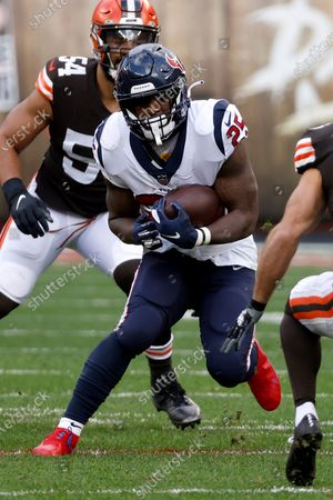 Houston Texans running back Duke Johnson (25) runs with the ball during an NFL football game against the Cleveland Browns, in Cleveland