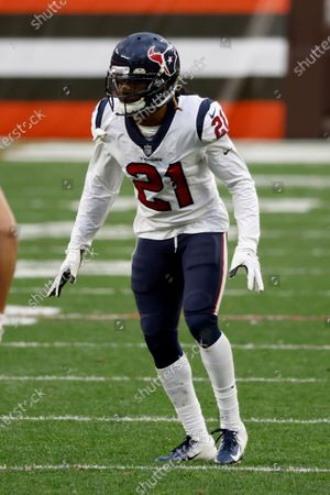 Houston Texans cornerback Bradley Roby (21) lines up for a play during an NFL football game against the Cleveland Browns, in Cleveland