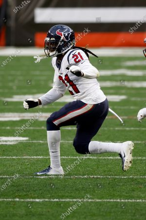 Houston Texans cornerback Bradley Roby (21) runs after the ball during an NFL football game against the Cleveland Browns, in Cleveland