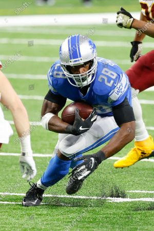 Detroit Lions running back Adrian Peterson (28) rushes in the second half against the Washington Football during an NFL football game, in Detroit