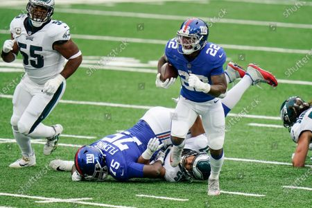 New York Giants' Wayne Gallman (22) rushes during the first half of an NFL football game against the Philadelphia Eagles, in East Rutherford, N.J