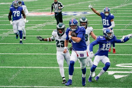 New York Giants' Daniel Jones (8) runs away from Philadelphia Eagles' Rodney McLeod (23) for a touchdown during the first half of an NFL football game, in East Rutherford, N.J