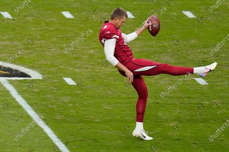 Stock Image of Arizona Cardinals punter Andy Lee (4) warms up prior to an NFL football game against the Buffalo Bills, in Glendale, Ariz