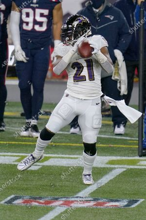 Baltimore Ravens running back Mark Ingram II catches a pass in the first half of an NFL football game against the New England Patriots, in Foxborough, Mass