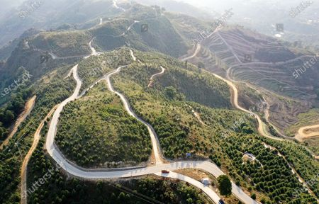 Located in Huaying Mountain District of Guang 'an, Sichuan Province, the total highway mileage of the city reaches 1050 kilometers, including 42 kilometers of township road and 853 kilometers of village road. Rural road accounts for 92.6% of the total highway mileage. The density of rural road is in the forefront of the province, which greatly facilitates the production and life of mountain people and brings rural rejuvenation to the fast lane.