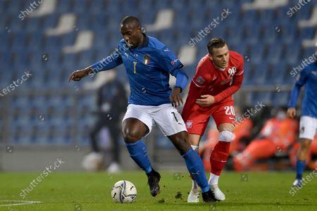 """Piotr Zielinski (Poland)Stefano Okaka Chuka (Italy)                          during the UEFA """"Nations League 2020-2021"""" match between Italy 2-0 Poland   at Mapei Stadium  on November 15 , 2020 in Reggio Emilia, Italy."""