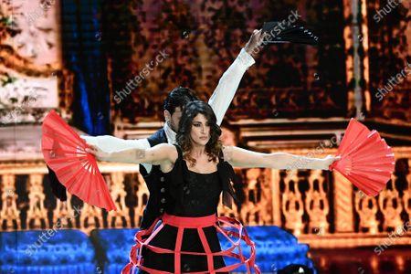Elisa Isoardi and Raimondo Todaro during the performance