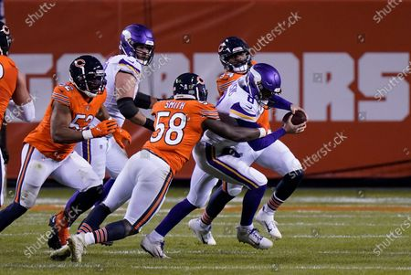 Chicago Bears linebacker Roquan Smith (58) sacks Minnesota Vikings quarterback Kirk Cousins (8) during the second half of an NFL football game, in Chicago