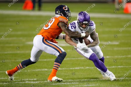 Chicago Bears inside linebacker Danny Trevathan (59) tackles Minnesota Vikings tight end Kyle Rudolph (82) during the first half of an NFL football game, in Chicago
