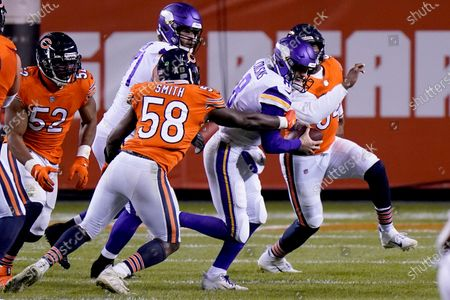 Stock Image of Chicago Bears linebacker Roquan Smith (58) sacks Minnesota Vikings quarterback Kirk Cousins during the second half of an NFL football game, in Chicago