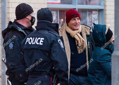 Woody Harrelson after shooting wraps for the day, chatting with local police and crew. The film is being shot in the midst of the coronavirus pandemic, with safety protocols and testing in place.