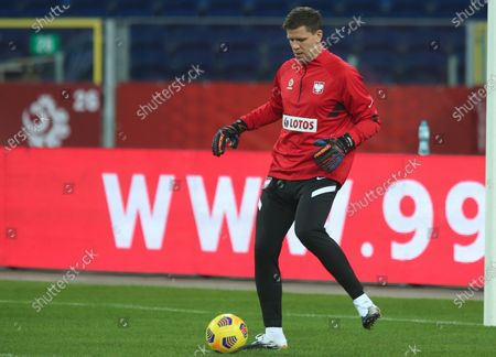 Polish national soccer team goalkeeper Wojciech Szczesny warms up during his team's training session in Chorzow, Poland, 17 November 2020. Poland will face the Dutch in their UEFA Nations League soccer match on 18 November 2020 in Chorzow.