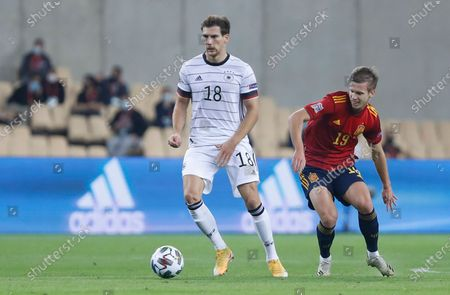 Germany's Leon Goretzka, center, tries to control the ball in front of Spain's Dani Olmo, right, during the UEFA Nations League soccer match between Spain and Germany in Seville, Spain