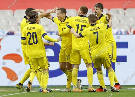 Sweden's Viktor Claesson (C) celebrates scoring his team's first goal during the UEFA Nations League soccer match between France and Sweden held in Paris, France, 17 November 2020.
