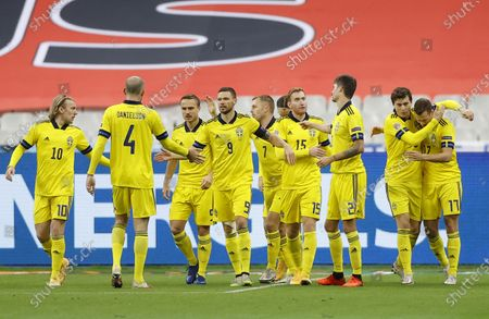 Sweden's Viktor Claesson (R) celebrates with teammates after scoring his team's first goal during the UEFA Nations League soccer match between France and Sweden held in Paris, France, 17 November 2020.