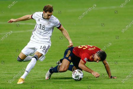 Rodri Hernandez of Spain and Leon Goretzka of Germany