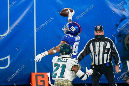 Philadelphia Eagles strong safety Jalen Mills (21) defends as New York Giants tight end Evan Engram (88) tries to bring in a one handed catch in the second half of an NFL football game, in East Rutherford, N.J