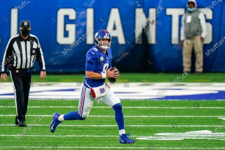 New York Giants quarterback Daniel Jones (8) gains yards in the second half of an NFL football game against the Philadelphia Eagles, in East Rutherford, N.J