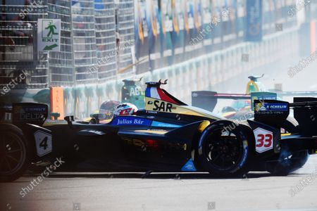 2016/2017 FIA Formula E Championship. Round 12 - Montreal ePrix, Canada Sunday 30th July 2017. Stephane Sarrazin (FRA), Techeetah, Spark-Renault, Renault Z.E 16, spins at the start of the race. Photo: Patrik Lundin/LAT/Formula E