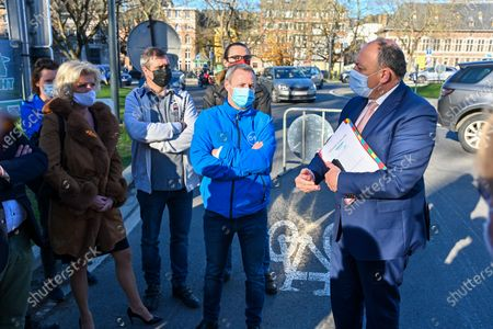Demonstration in front of the Walloon parliament against Elia's project for the Hainaut loop concerning the High Voltage line. Different parliamentarians came to speak with the demonstrators including Laurent Devin, Minister Willy Borsus, Minister Celine Tellier.