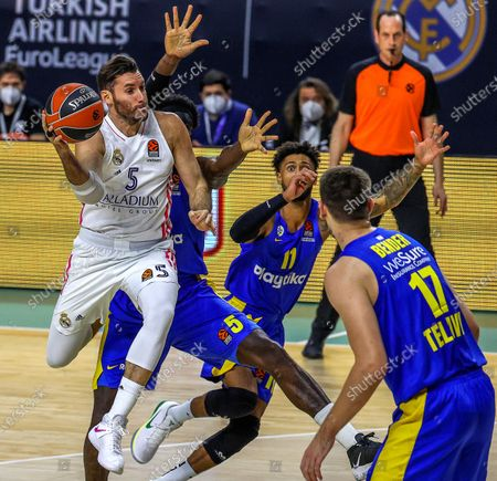 Real Madrid's Rudy Fernandez (L) in action against Tel Aviv's Dragan Bender (R) during the Euroleague basketball match between Real Madrid and Maccabi Tel Aviv in Madrid, Spain, 18 November 2020.
