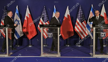 (L to R) US Secretary of State Mike Pompeo prepares to put on his mask as Israeli Prime Minister Benjamin Netanyahu approaches Bahrain's Foreign Minister Abdullatif bin Rashid Al Zayani during a press conference after their trilateral meeting
