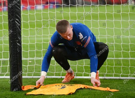 England's goalkeeper Jordan Pickford lays out a jersey behind the goal in memory of former England goalkeeper Ray Clemence, who died on 15 November, ahead of the UEFA Nations League soccer match between England and Iceland in London, Britain, 18 November 2020.