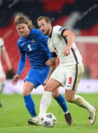 Harry Kane (R) of England in action against Birkir Bjarnason (L) of Iceland during the UEFA Nations League soccer match between England and Iceland in London, Britain, 18 November 2020.