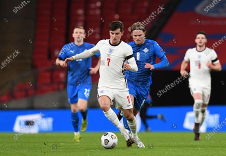 England's Mason Mount, center, controls the ball in front of Iceland's Birkir Bjarnason during the UEFA Nations League soccer match between England and Iceland at Wembley stadium in London