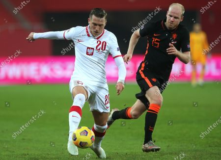 Piotr Zielinski (L) of Poland and Davy Klaassen (R) the Netherlands in action during the UEFA Nations League group A1 soccer match between Poland and the Netherlands in Chorzow, Poland, 18 November 2020.