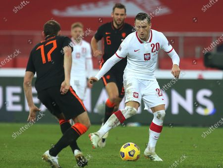 Piotr Zielinski (R) of Poland and Daley Blind (L) the Netherlands in action during the UEFA Nations League group A1 soccer match between Poland and the Netherlands in Chorzow, Poland, 18 November 2020.
