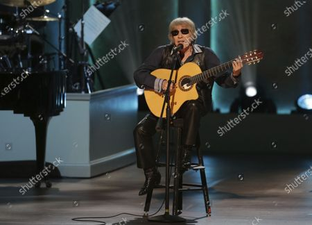 """Musician Jose Feliciano performs during the Library of Congress Gershwin Prize tribute concert, in Washington. Feliciano is celebrating 50 years of his bilingual Christmas classic """"Feliz Navidad"""" by releasing a new version featuring Jason Mraz, Lin-Manuel Miranda, Shaggy and more"""