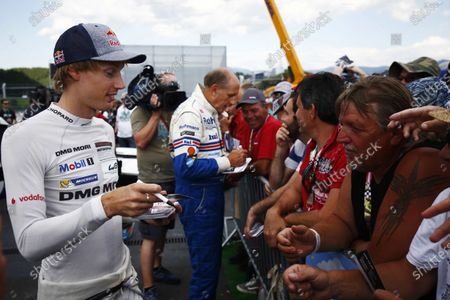 Red Bull Ring, Spielberg, Austria. Saturday 08 July 2017. Brendon Hartley and Hans-Joachim Stuck sign autographs. World Copyright: Andy Hone/LAT Images