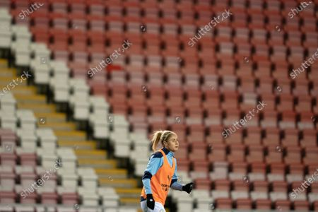 Steph Houghton of Manchester City Women warms up with teammates before the game