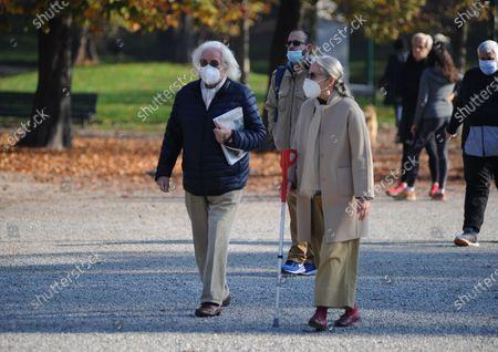 Giorgio Forattini and wife Ilaria Cerrina Feroni take a lunchtime walk in Montanelli park