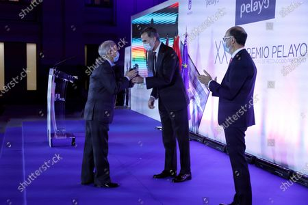 Professor of Public Law at the Carlos III University of Madrid, Tomas de la Quadra-Salcedo Fernandez (L) receives the 26th Pelayo Award for prestigious jurists from Spain's King Felipe VI (C) as by Pelayo's president, Jose Boada Bravo (R), applauds during a ceremony held at Cibeles Palace in Madrid, Spain, 19 November 2020.