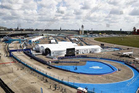 2016/2017 FIA Formula E Championship. Round 7 - Berlin ePrix, Tempelhof Airport, Berlin, Germany. Saturday 10 June 2017. Robin Frijns (NLD), Amlin Andretti, Spark-Andretti, ATEC-02, Adam Carroll (GBR), Jaguar Racing, Spark-Jaguar, Jaguar I-Type 1, Jean-Eric Vergne (FRA), Techeetah, Spark-Renault, Renault Z.E 16. Photo: Sam Bloxham/LAT/Formula E