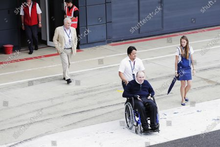 Williams 40 Event Silverstone, Northants, UK Friday 2 June 2017. Sir Frank Williams is pushed in his wheelchair by a carer, as Patrick Head follows. World Copyright: Zak Mauger/LAT Images
