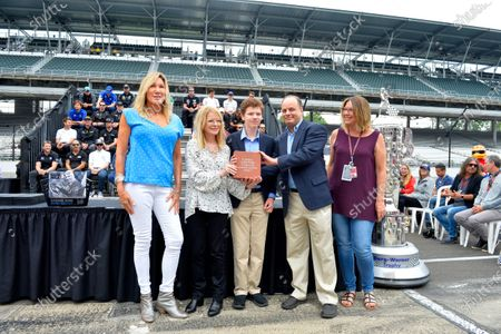 Stock Picture of Verizon IndyCar Series Indianapolis 500 Drivers Meeting Indianapolis Motor Speedway, Indianapolis, IN USA Saturday 27 May 2017 Presentation to the Florence Henderson family. World Copyright: F. Peirce Williams LAT Images