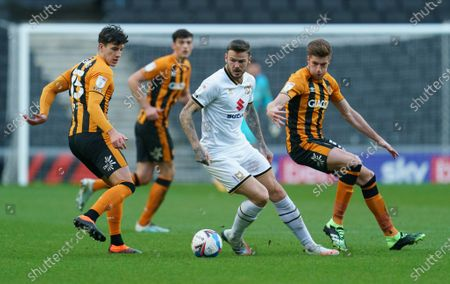 Ben Gladwin of MK Dons (7) is surrounded by several Hull City players