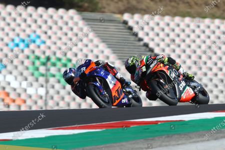 ALGARVE INTERNATIONAL CIRCUIT, PORTUGAL - NOVEMBER 20: Miguel Oliveira, Red Bull KTM Tech 3 Aleix Espargaro, Aprilia Racing Team Gresini during the Portuguese GP at Algarve International Circuit on November 20, 2020 in Algarve International Circuit, Portugal. (Photo by Gold and Goose / LAT Images)