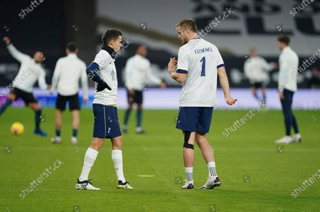 Tottenham players wear a Clemence No1 shirt in memory of former goalkeeper Ray Clemence who died this week