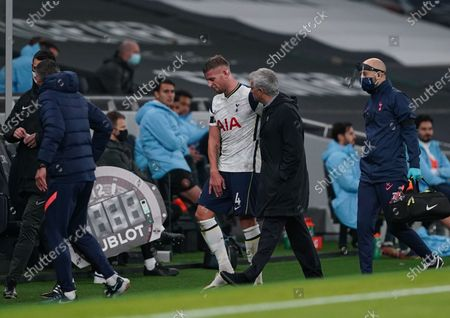 Tottenham manager Jose Mourinho talks to Toby Alderweireld of Tottenham Hotspur as he leaves the field injured