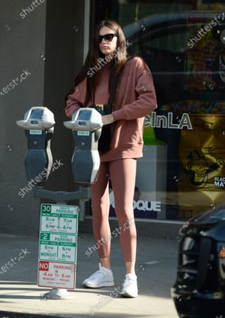 Sara Sampaio seen dressed down in Alo Yoga attire and paying a parking meter