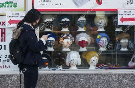 A woman wearing a face mask waits to enter a supermarket in Toronto, Canada, on Nov. 20, 2020. Canadian Prime Minister Justin Trudeau said on Friday that the country is at stake as COVID-19 has been worsening. As of Friday afternoon, Canada reported a total of 319,038 cases and 11,313 deaths.