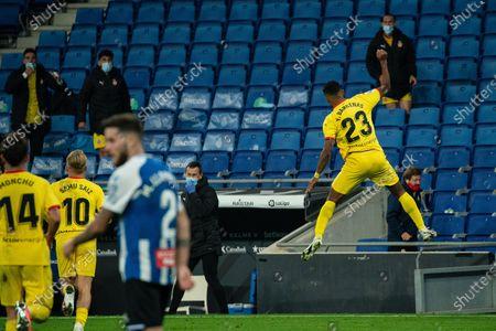 Girona's Edgar Yoel Barcenas (R) celebrates a goal during a Spanish second division football match between RCD Espanyol and Girona FC in Cornella, Spain, Nov. 20, 2020.
