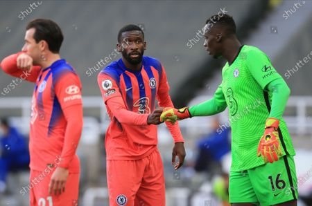 Jeff Hendrick (R) of Newcastle reacts with Antonio Ruediger (C) of Chelsea during the English Premier League soccer match between Newcastle United and Chelsea FC in Newcastle, Britain, 21 November 2020.