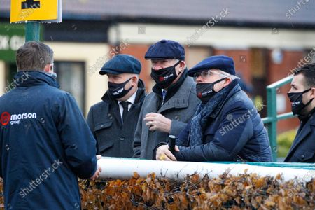 Sir Alex Ferguson at Haydock with Ged Mason before Clan Des Obeaux just got beat in the Betfair Chase by Bristol De Mai.