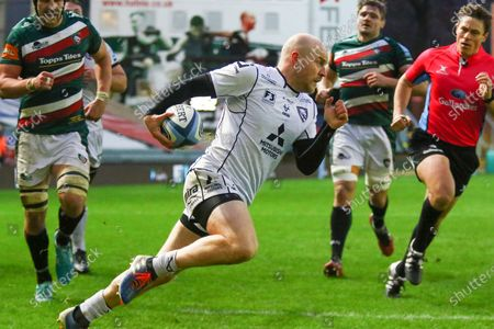 Joe Simpson of Gloucester Rugby scores during the Gallagher Premiership Rugby match between Leicester Tigers and Gloucester Rugby at Welford Road Stadium, Leicester