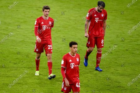 Stock Image of Bayern Munich players (L-R) Thomas Mueller, Jamal Musiala, and Javi Martinez leave the pitch at halftime of the German Bundesliga soccer match between FC Bayern Munich and SV Werder Bremen in Munich, Germany, 21 November 2020.